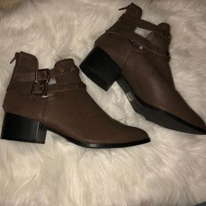 Women's boots size 10 new without box